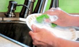 Cum să foloseşti doar jumătate din detergentul de vase