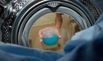 Cum să faci economie la detergent de rufe