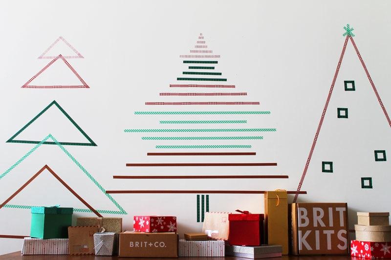 Brad din bandă adezivă. Tutorial aici: http://www.brit.co/washi-tape-trees/