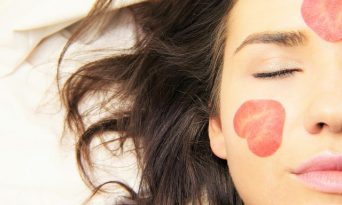 10 trucuri pentru o piele frumoasă