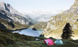 Cum să-ţi organizezi  excursia cu cortul