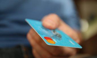 3 lucruri pe care trebuie să le ştii înainte de a solicita un card de credit